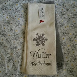 Bella Lux Set of Two Christmas Kitchen Towels NWT